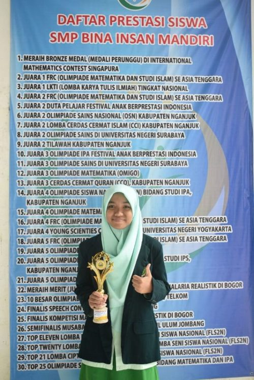 Afifah Nisa Al Qisthy Kelas IX SMP BIMA Juara Harapan 2 IPA Olimpiade Matematika, IPA, PAI Se - Jatim di PONPES YTP FAIR 2018