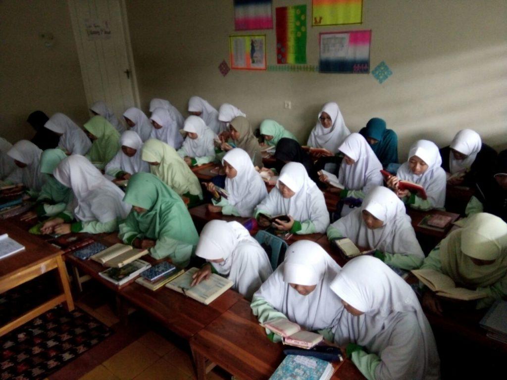 Khotmul Qur'an Santri Villa Qur'an Untuk Kesembuhan Santri Yang Sakit