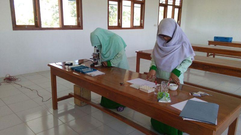 Ujian Praktek Mapel Biologi di Laboratorium