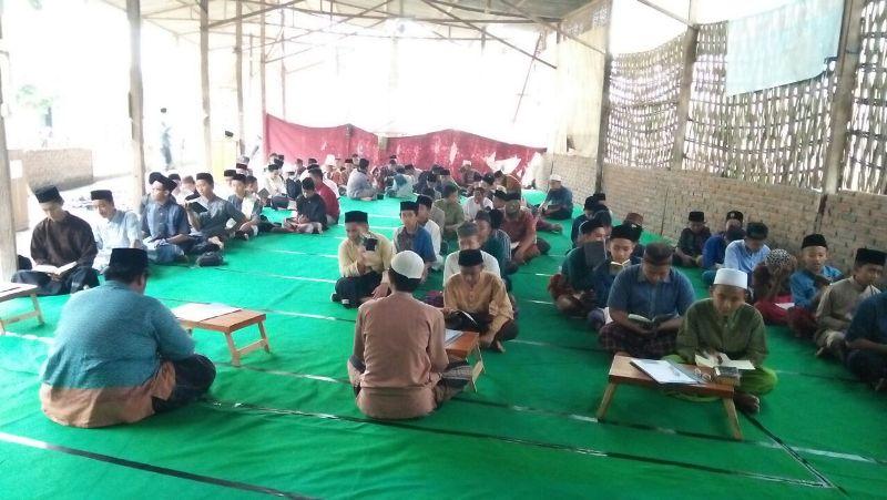 "Ujian Tahfidz Tengah Semester Genap Th. 2018 Para Santri di Masjid ""Darurat"" Al-Izzah Ponpes Al-Ihsan Baron"