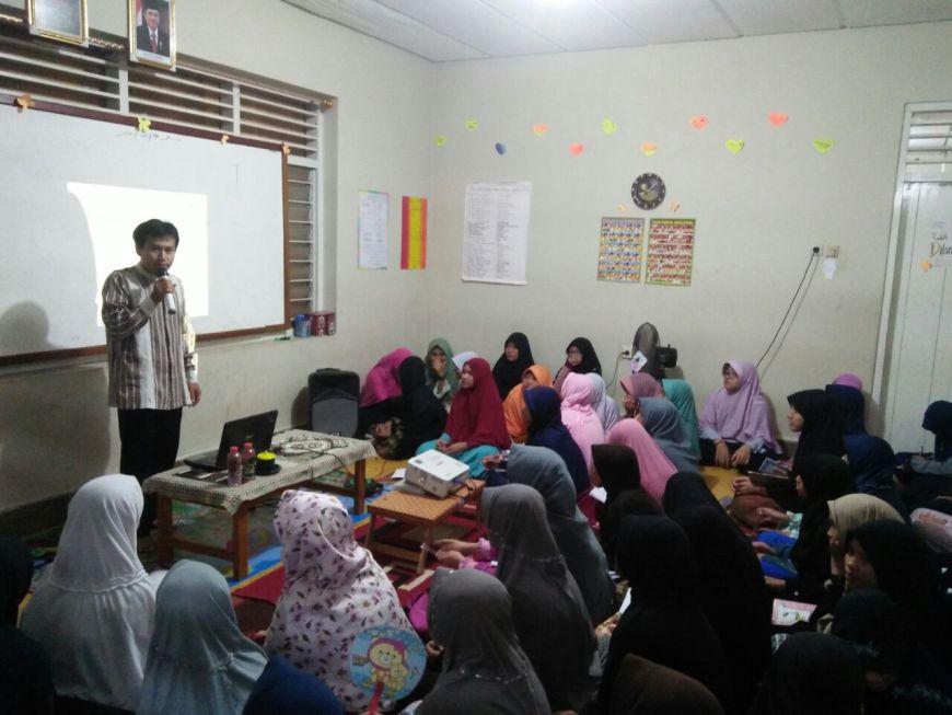 Kajian Malam Ahad Santri Villa Qur'an Oleh Dr. Cholid
