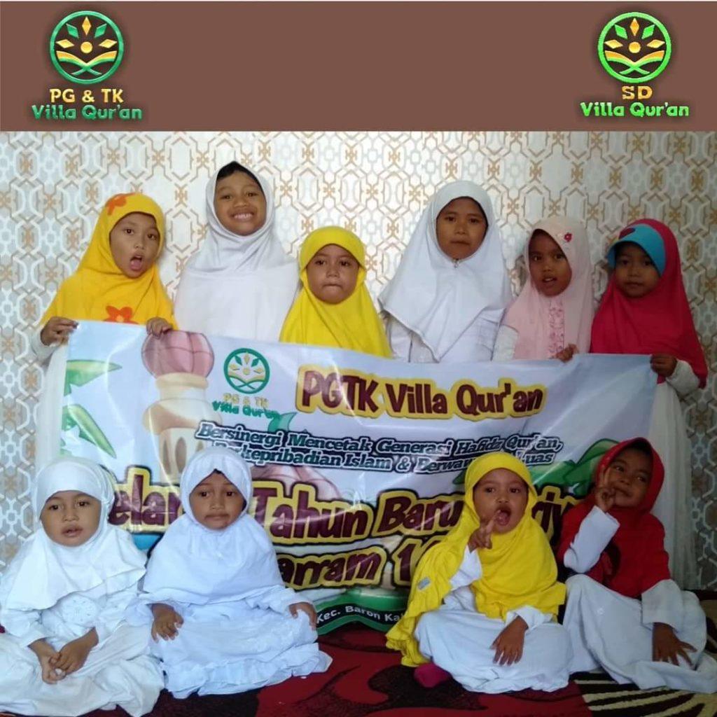 Foto Bersama Siswi PG TK Villa Qur'an Peringatan 1 Muharram 1441 H