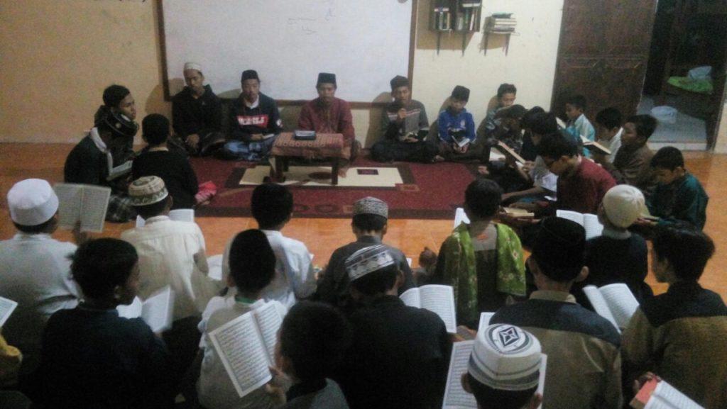Kegiatan Tahfidz Al Qur'an Para Santri Putra Villa Qur'an
