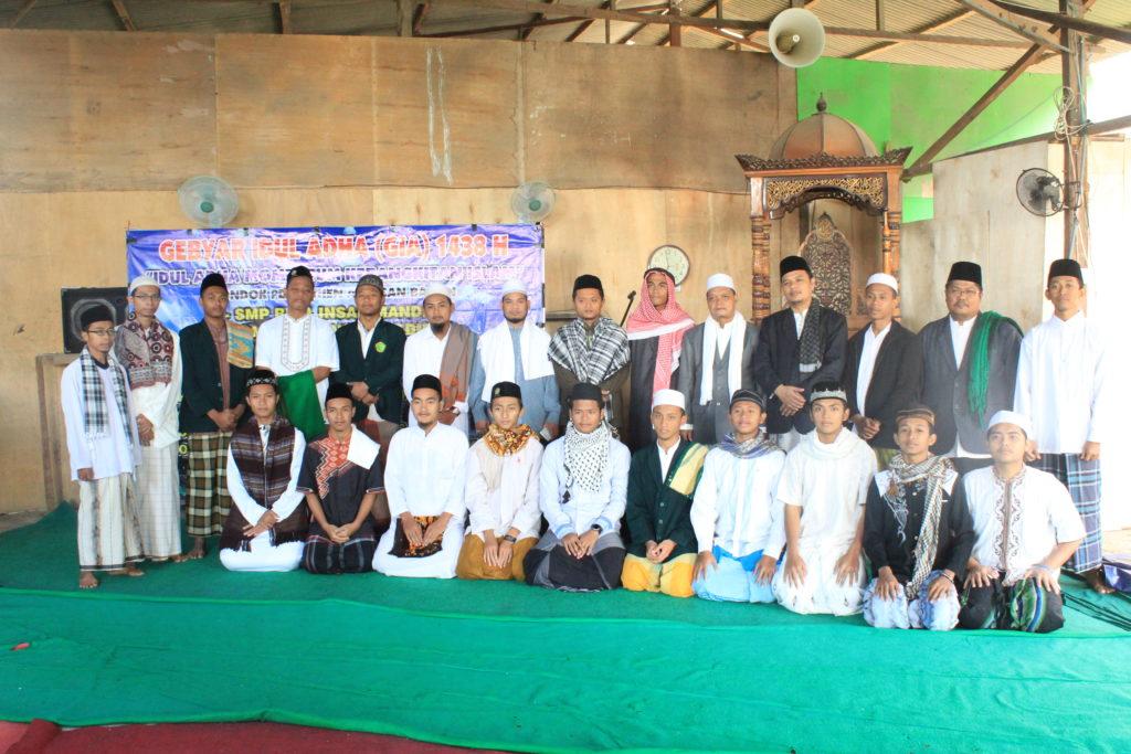 Foto Bersama Setelah Menunaikan Sholat Idul Adha 1439 H