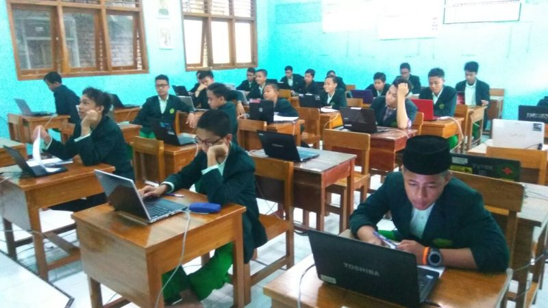 Simulasi UNBK Santri Kelas 9 SMP Bina Insan Mandiri