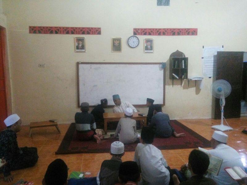 Para Santri Putra Setoran Hafalan Al Qur'an ke Al Mukarom Ust Muhammad Bahron