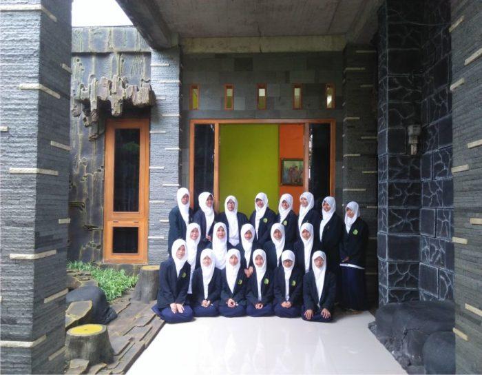 asrama 1 santri putri villa qur'an