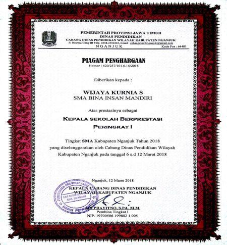 piagam kepala sekolah berprestasi (Ustadz Wijaya Kurnia Santoso)